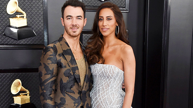 Kevin Jonas' Adorable Daughters Pretend To Be The Jonas Brothers While Singing Into His Billboard Awards.jpg