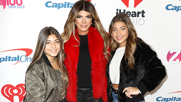 Teresa Giudice & Her 4 Lookalike Daughters Stun in White Outfits For Gorgeous Family Pic