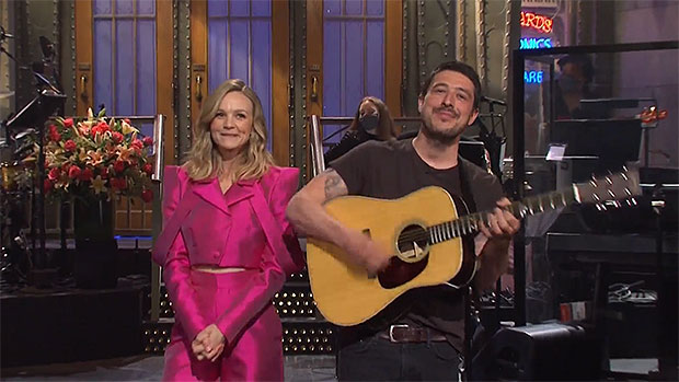 Carey Mulligan's Husband Marcus Mumford Hilariously Crashes Her 'SNL' Monologue With His Guitar.jpg