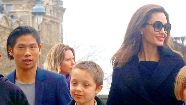 Angelina Jolie Grabs An NYC Hot Dog With Sons Pax, 17, & Knox, 12, After Brad Pitt Gets Joint Custody - HollywoodLife