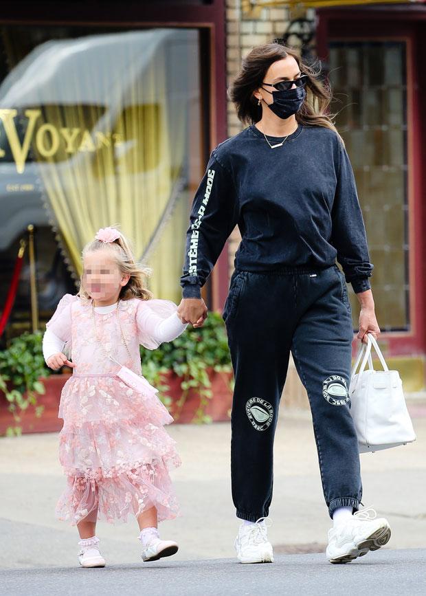 Irina Shayk with her daughter
