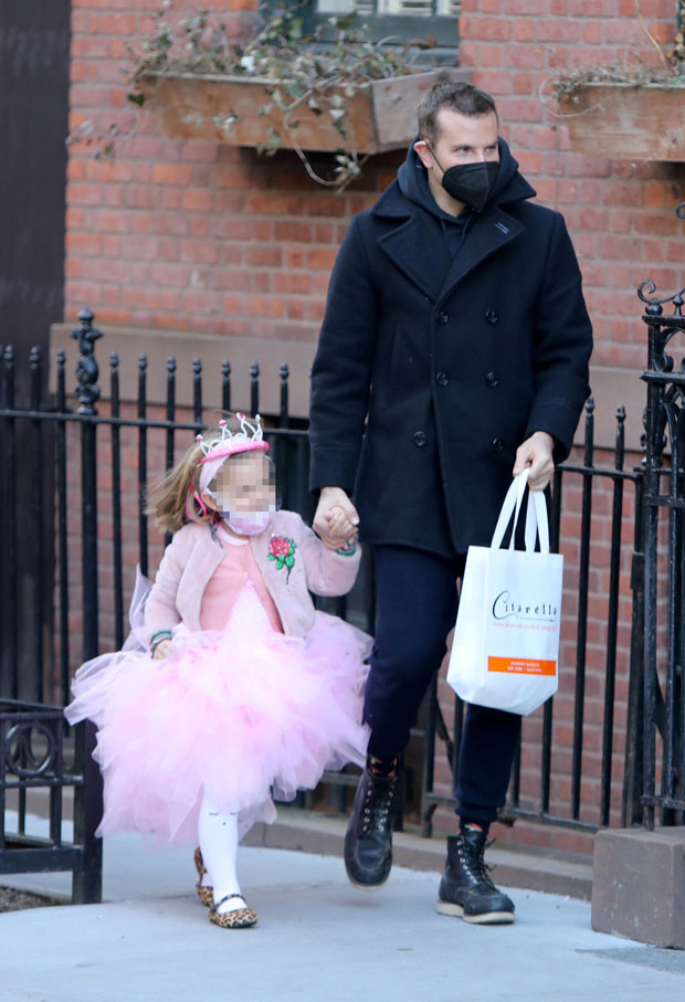 Bradley Cooper with his daughter