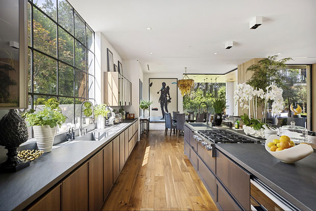 joe jonas and sophie turner's kitchen in LA mansion