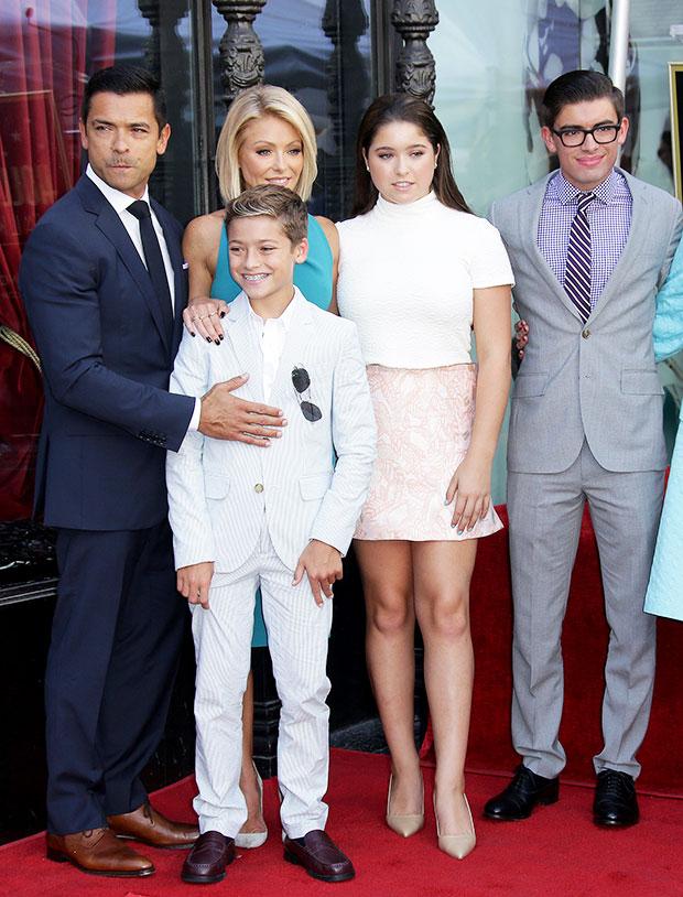 Mark Consuelos & Kelly Ripa with their children