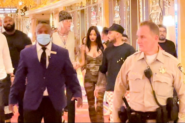 Megan Fox Wears Skintight Outfit In Las Vegas With BF Machine Gun Kelly -- See Pics
