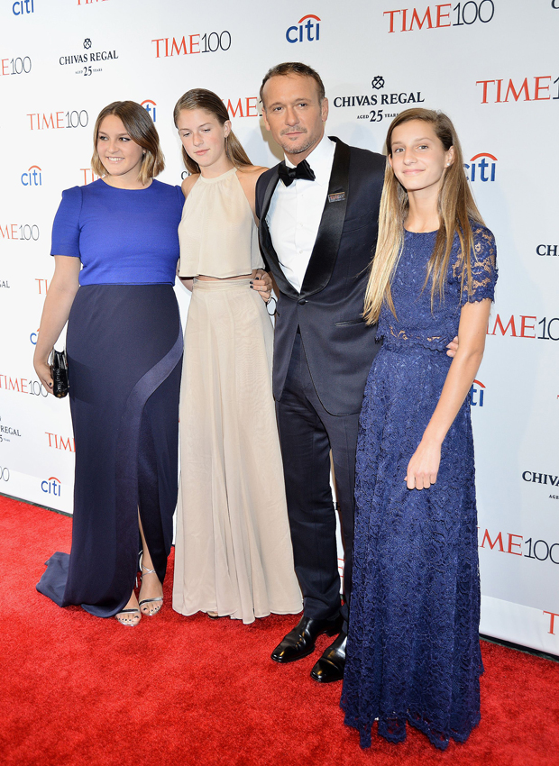 Tim McGraw and his daughters.