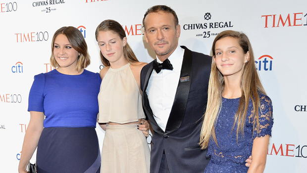 Tim McGraw with his daughters.