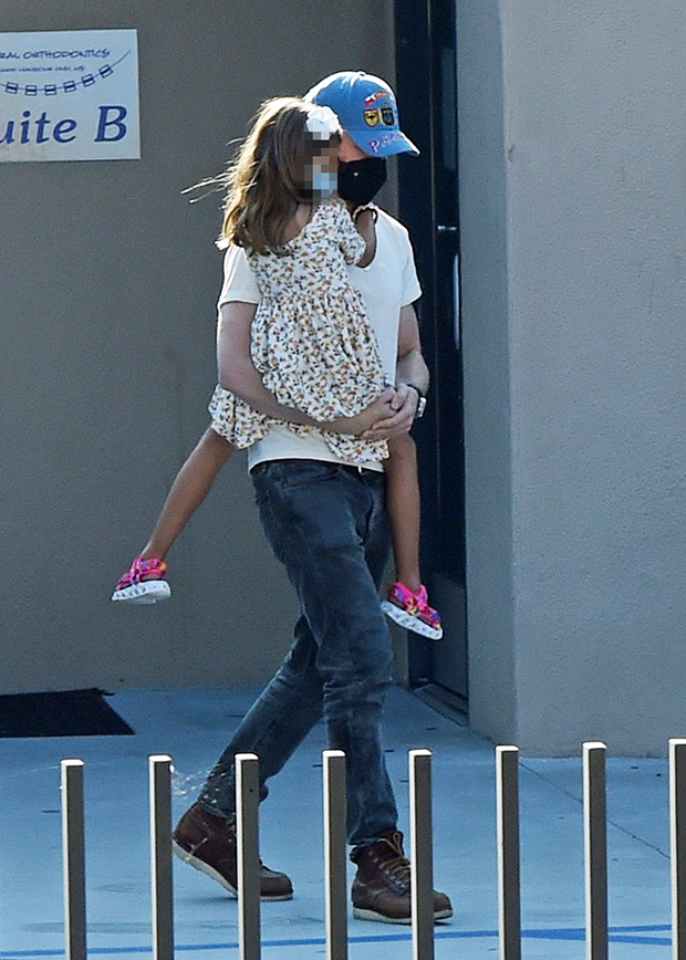 Eva Mendes And Ryan Gosling Make Rare Appearance With Children Esmerelda, 6, And Amada, 5, In Los Angeles - Light Home News