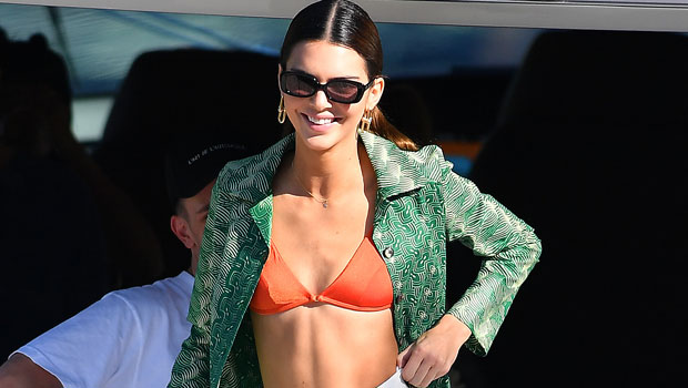Kendall Jenner Looks Incredibly Toned In Sexy Green Bikini For New Mirror Selfie — Photo
