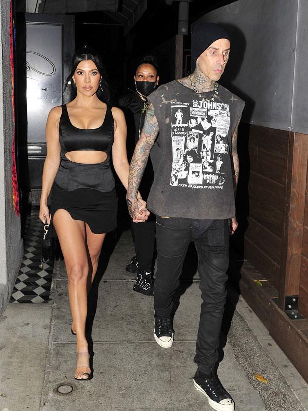 Kourtney Kardashian Travis Barker kiss neck