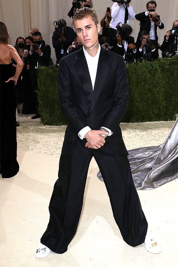 , Justin Bieber Rocks Out With Surprise Performance Of 'Baby' At Met Gala – Watch,