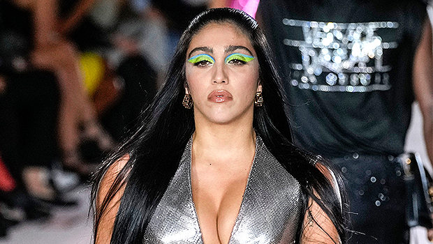 Lourdes Leon Sparkles In Plunging Silver Dress On Catwalk For Versace — Photo.jpg