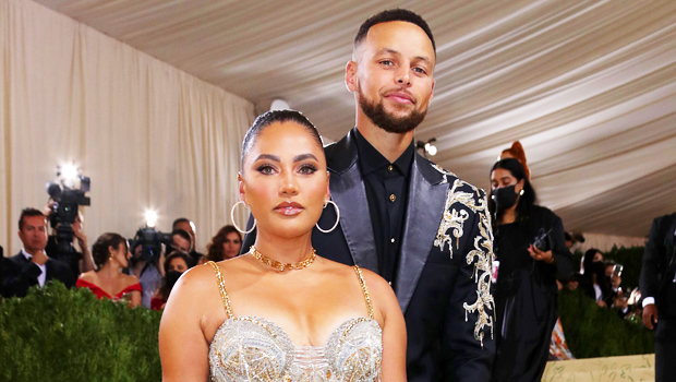 Steph & Ayesha Curry Renew Their Vows With Daughter Riley, 9, Officiating – Stunning Photo.jpg