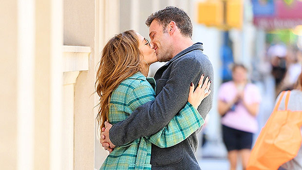 Ben Affleck & Jennifer Lopez Pack On PDA With Steamy Sidewalk Kiss In NYC – Photos
