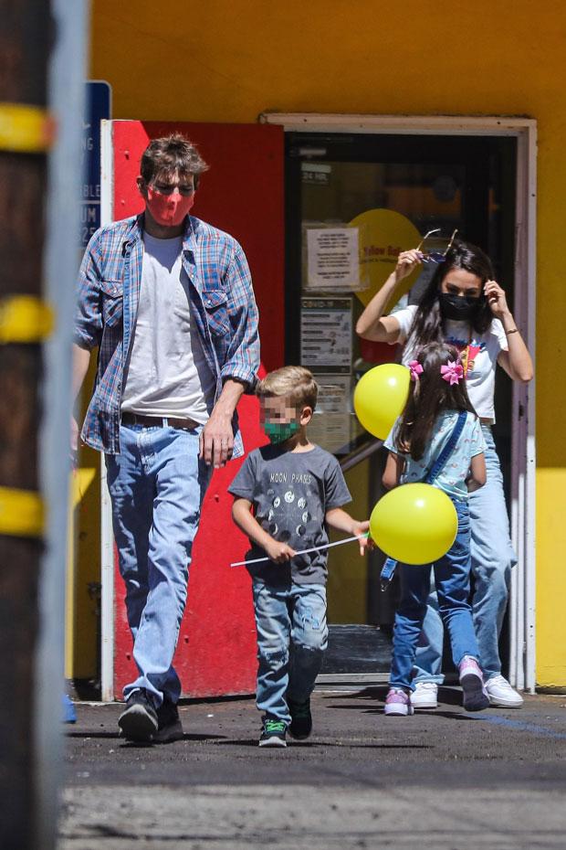 mila kunis, ashton kutcher, and their two kids