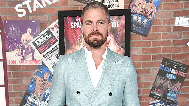 Stephen Amell, 40, Claps Back After Critic Says He Looks 'Out Of Shape' In Shirtless Photo.jpg