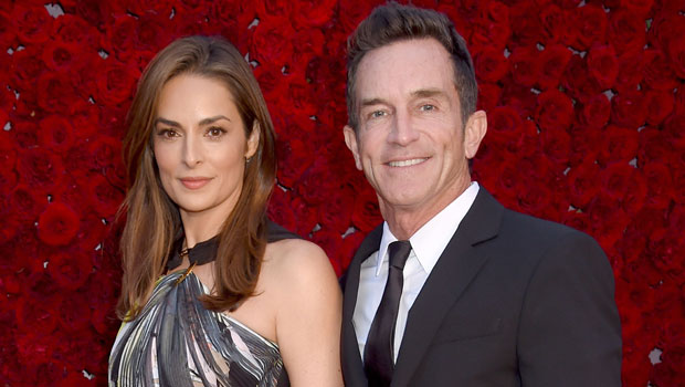 Jeff Probst's Wife: Everything To Know About 'Survivor' Host's Spouse Lisa Ann Russell.jpg