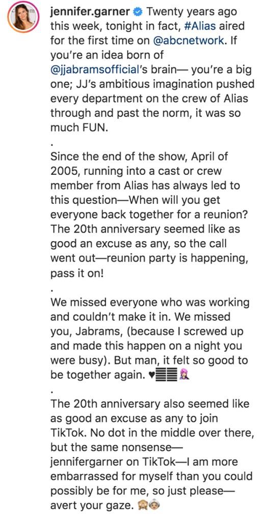 "Jennifer Garner captions touching tribute to ""Alias"" cast 20 years later"