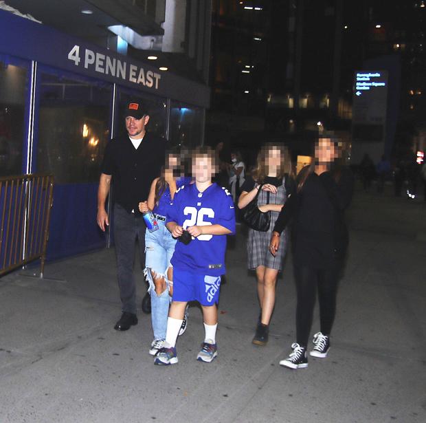 Matt Damon & daughters