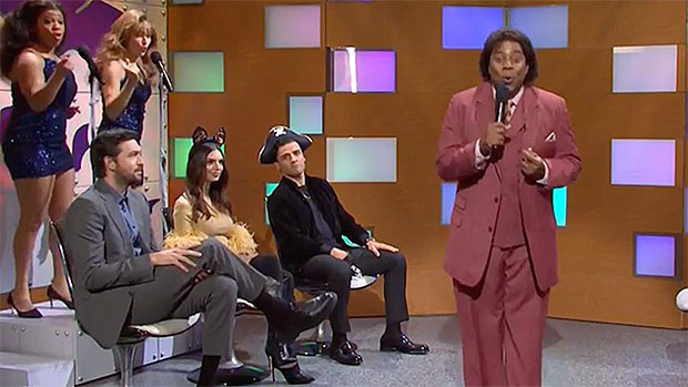 Emily Ratajowski & More Appear In Halloween Talk Show Sketch On 'SNL' With Jason Sudeikis