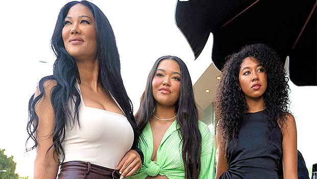 Kimora Lee Simmons Says She's The 'Stricter' Parent With Daughters Ming, 21, & Aoki, 19.jpg